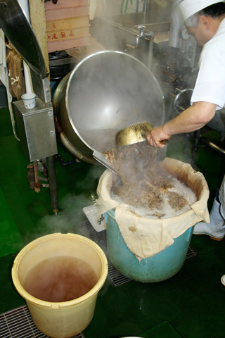 Learning to Make 'dashi' at Honke Owariya