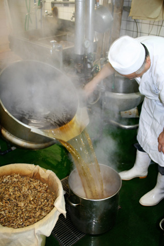 Learning to Make Soba Dashi at Honke Owariya