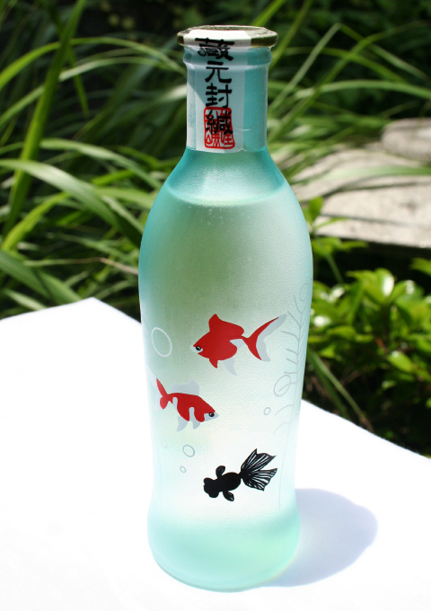 Cute Summer Sake Bottle Design with Goldfish