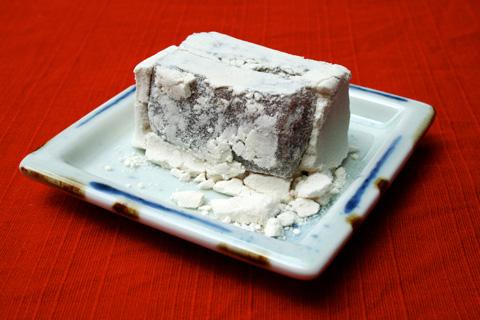 Rakanmochi: Wasanbon Sugar Sesame Mochi (羅漢餅)
