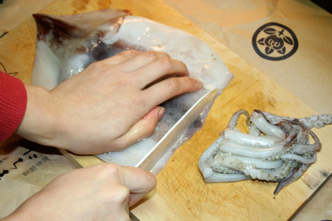 How to Clean a Squid Japanese Style (いかの開き方)
