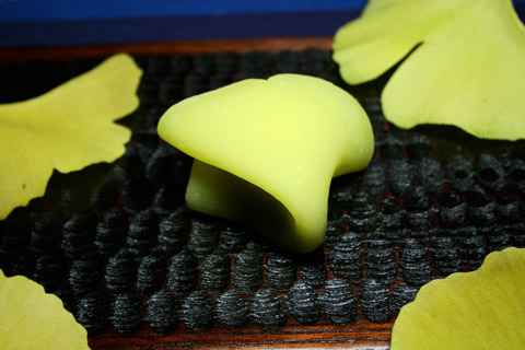Kyoto Autumn Leaves and Ginkgo Leaf Shaped Namagashi いちょう生菓子