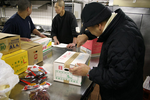 Japanese New Year's Osechi Ryori: Shopping for Vegetables at Kyoto Wholesale Food Market with Kichisen Owner Yoshimi Tanigawa 京都吉泉・谷河吉巳 おせち料理 京都市中央卸売市場