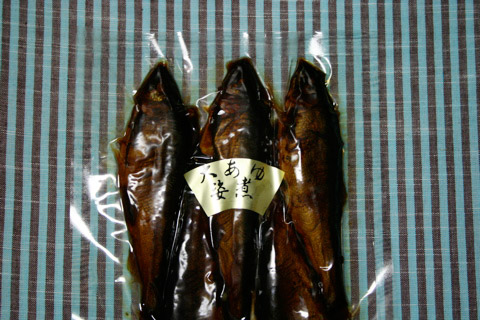 Midnight Snack: Whole Ayu Sweetfish Sugatani Served on Jukkokumai Rice 鮎姿煮 十穀米