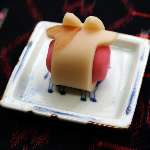 Wagashi: Kyoto Toraya's Year of the Ox Namagashi 京都とらや のどかな朝