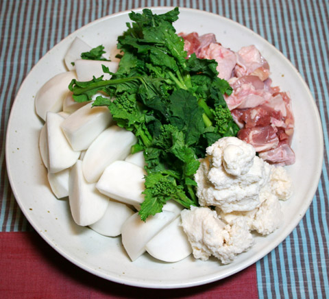 Late Winter Kasujiru Soup with Chicken, Turnips and Nanohana  小蕪菜の花粕汁