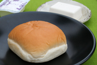 Junk Food in Japan: Otokomae Tofu Cream Pan Sweet Bread