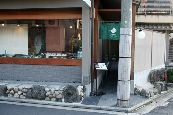 Kyoto Cafe: Jouvencelle Gion and Maccha Chocolate Fondue 京洋菓子司ジュヴァンセル