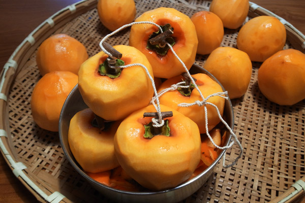 How to Make Hoshigaki - Japanese Dried Persimmons (干し柿作り方)